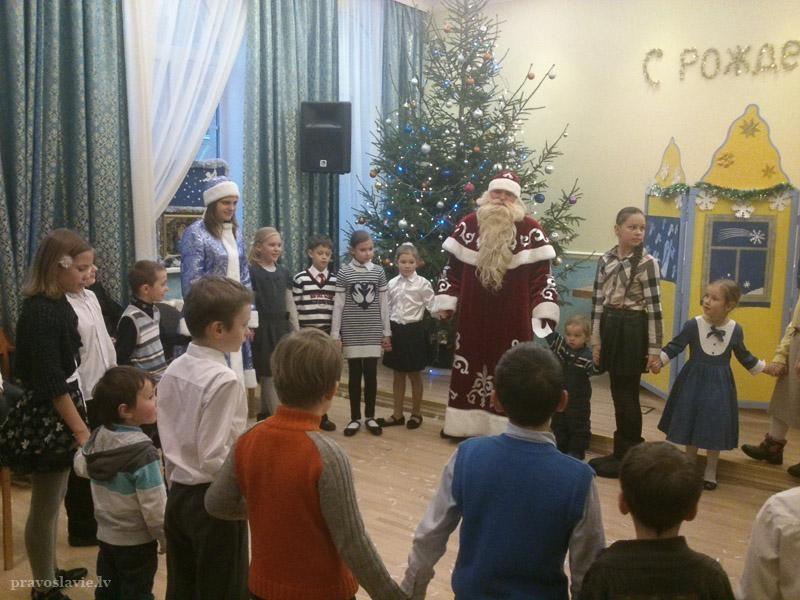 Latvia : Kids celebrate Christmas
